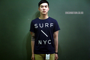 SATURDAY SURF NY - BEAMS X SATURDAY -SURF SLASH TEE [International]